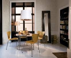 if it s used daily it s easier to keep the floor clean in a dining area that has no rug