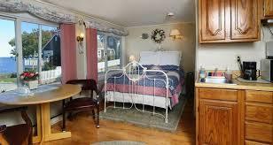 Coastal style efficiency apartment design