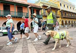 300 policías más vigilarán sitios turísticos en semana de vacaciones | EL  UNIVERSAL - Cartagena