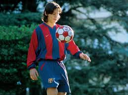 Лионе́ль андре́с ме́сси куччитти́ни (исп. Photos Lionel Messi From Each Year Of Historic Fc Barcelona Career Insider