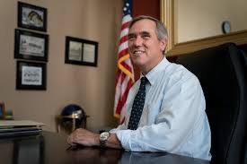 Senator Jeff Merkley, a Quiet Stalwart of the Left, Has a Breakout Moment  at the Border - The New York Times