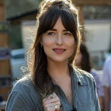 Pin by Ava Barnett on Dakota Johnson in 2020 | Dakota johnson hair, Dakota  fanning hair, Hairstyles with bangs