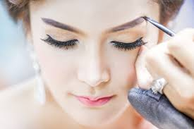 a model in thailand using makeup the country s market for cosmetics the country s market for cosmetics