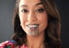Por esse motivo, é uma predileção feminina. Mulher Maori Faz Historia Como 1ª Apresentadora De Tv Com Tatuagem Facial Hypeness Inovacao E Criatividade Para Todos