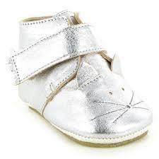 Die zauberhaften Babyschuhe der französischen Marke Easy Peasy in schicken  Silber sind ein echter Designfavorit und passen perfekt zu s…