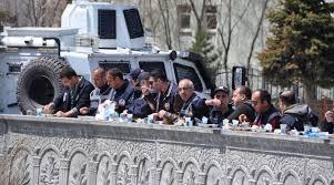 Polislerin 1 Mayıs yemeği