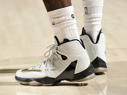 lebron elite 13. lbj ditches soldiers and goes back to lebron 13 elite vs hornets lebron