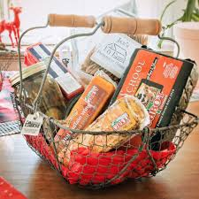 how to make your own holiday cheese gift basket