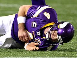 favre has sprained shoulder from hard hit ny daily news vikings quarterback brett favre reacts after being injured in the first quarter vs bills sunday