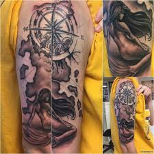 русалка с розой ветров тату на плече у парня добавлено иван