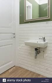 Grün Weiße Fliesen Innen Stockfotos Grün Weiße Fliesen Innen
