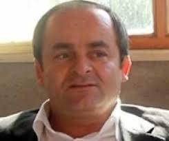 00 sıralarında İnönü meydanındaki bir kahvehanenin önünde bilinmeyen bir neden ile Kandıra esnaflarından Mustafa Alkan'ı bacağından vurdu ve kaçtı. - mustafa_ates