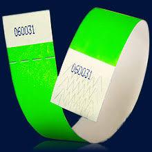 Компания Визард М контрольные и силиконовые браслеты  Контрольные браслеты могут быть упакованы в картонные коробки по 1000 штук или в пластиковые пакеты по 500 шт