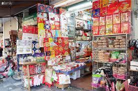 Thị trường bánh kẹo ngoại trước Tết nhộn nhịp, đa dạng chủng loại, mẫu mã