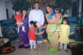 Checkout the pictures and videos from their family outing inside. Buy Mumbai Actor Vivek Oberois Father Suresh Oberoi And Wife Priyanka Alva Oberoi Bid Adieu To Lord Ganesha In Mumbai On Sept 16 2018 Photo Ians Pictures Images Photos By Ians Entertainment Pictures