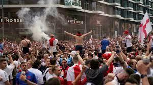 Ticketless England fans storm Wembley gates ahead of Euro final - RFI