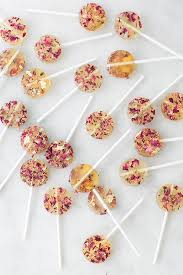 we wanted to make some sweet and charming homemade rose lollipops using edible dried flowers and flakes of edible gold they turned out so pretty with the