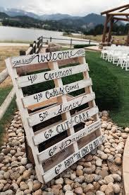 DIY pallet wedding sign / http://www.himisspuff.com/rustic