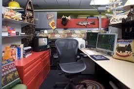 sports office decor. Cartoon Network Werkt Met Allemaal Zelf-ingerichte Cubicles En Gangen (zoek Maar Op Sports Office Decor