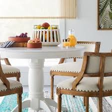 how to decorate a dining table when not