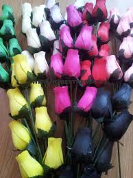 wooden roses in many colours 8 single rose stems tied in a bunch quality