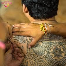 традиция нанесения священных узоров сак янт популярна в таиланде с