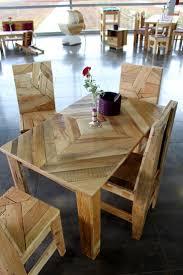 Table et chaises en palettes recycles.