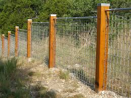 Simple low fence with wood posts and wire mesh