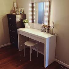 furniture lighted makeup table licious vanity mirror with light bulbs mirrored set hollywood tabletop led