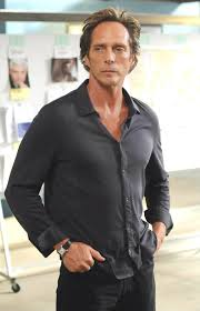 A promo photo of William Fichtner as Alex Mahone from S4 of Prison ...
