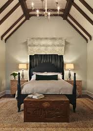 African Style Neutral Bedroom With Canopy Bed (Image 5 of 10)