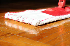what s the best way to clean a laminate floor