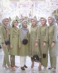 Inspirasi model baju pesta brokat simpel untuk hijaber yang ingin ke kondangan jadi bridesmaid. Kondangan Bridesmaid Kebaya On Instagram Temukan Inspirasi Style Kondangan Mu Hanya Di Kondanganoutfit Baju Fashion Muslim Busana Batik Pakaian Pesta