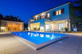 villa cedar with pool summer kitchen