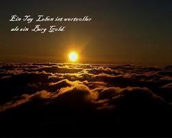 Der Ballon Startet Durch Die Wolken Und Sieht Gleich Den