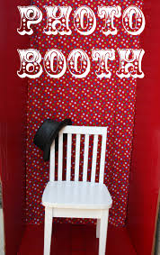 make a photobooth for your circus party theme