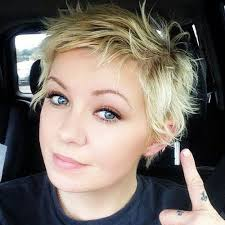 blonde layered haircut for short hair