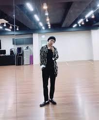 V mirror selfie | BTS (bangtan boys)❤ in 2019 | Bts taehyung, Bts ...