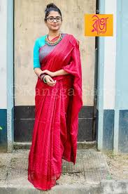 Statement Blouse Designs Lovely Colour Combination Of The Saree Blouse And Statement