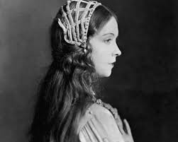 1920s long hairstyle