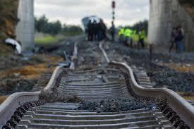 Resultado de imagen de descarrilamiento tren malaga sevilla