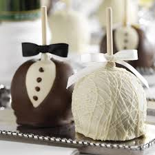 wedding favour cakes. 25 Edible Wedding Favors Your Guests Wont Leave Behind BridalGuide