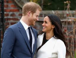 It\u0027s official. Prince Harry and Meghan Markle pose for photos ...