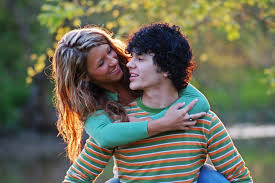 Internet teen dating risks
