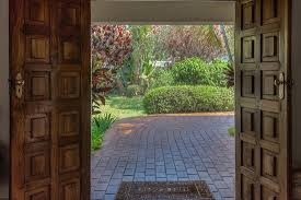 Image Stock Burley House Inside The Hotel Looking Outside Through The Front Door California Cowboy Inside The Hotel Looking Outside Through The Front Door Picture