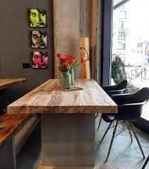 Massivholztisch Aus Altholz Auf Einem Betongestell Home Sweet Home