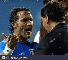 ITALY'S DI LIVIO ARGUES WITH REFEREE BYRON MORENO OF ECUADOR DURING SECOND  ROUND WORLD CUP FINALS MATCH IN TAEJON. Italy's Angelo Di Livio (L) argues  with referee Byron Moreno of Ecuador during