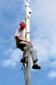 Lincoln man climbs poles like a raccoon with a paintbrush | Local ...