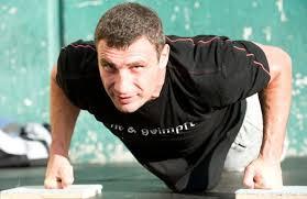 Виталий Кличко получил травму и не выйдет на ринг до 2014 года