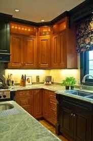 inpsiring black and varnished kitchen cabinet combination